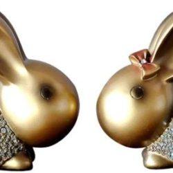 figurillas de conejos de parejas