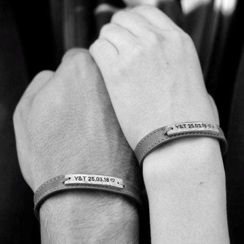 Dos pulseras para parejas